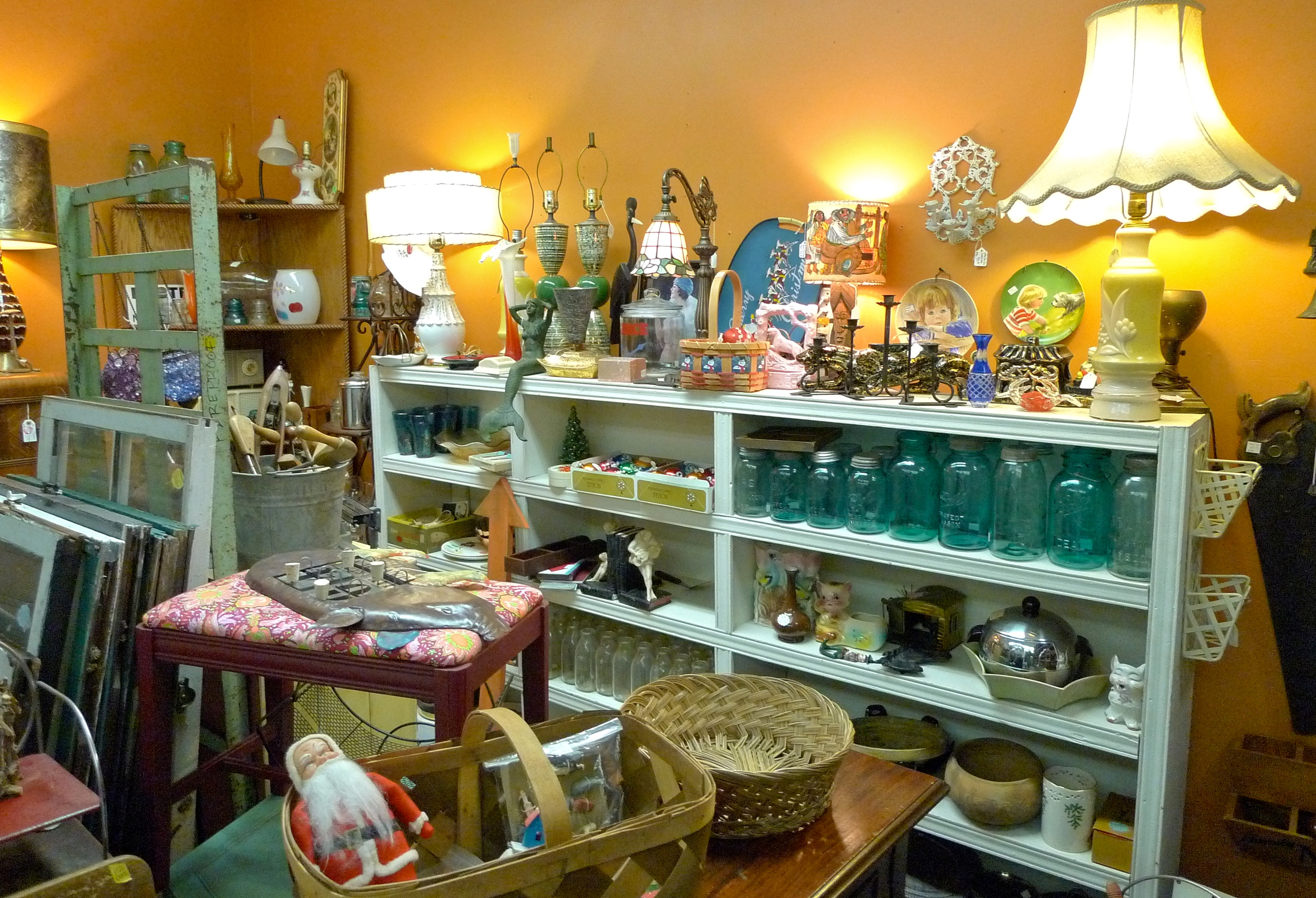 Four Seasons Vintage Antiques Collectibles In Knoxville